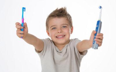 Brosse à dents manuelle ou brosse à dents électrique ?